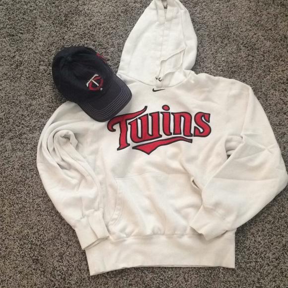sale retailer bb205 1cfde Nike Minnesota Twins sweatshirt-free baseball hat